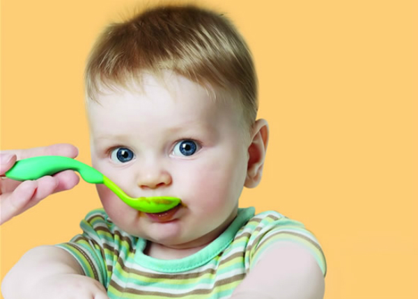 baby-eats-solid-food