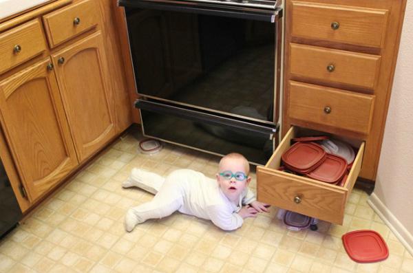 baby-in-kitchen