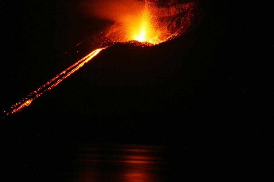 1024px-krakatoa_eruption_2008