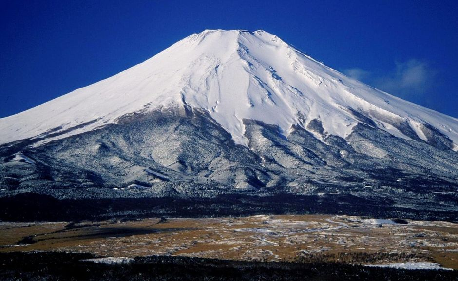 1280px-mount_fuji_from_hotel_mt_fuji_1995-2-7